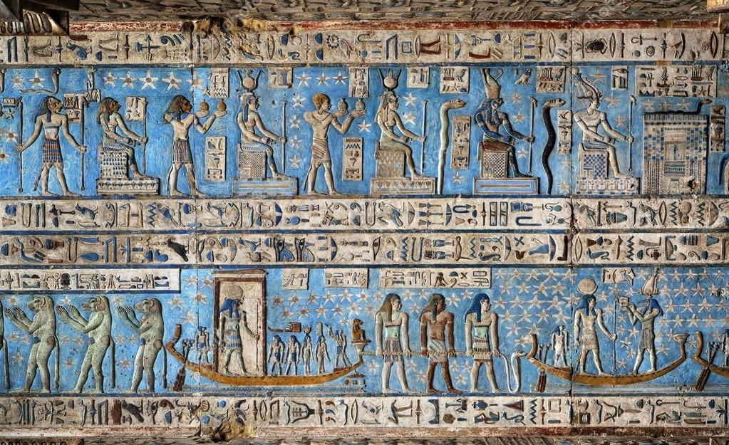 Ancient Egyptian Interior Architecture hieroglyphic carvings in ancient egyptian temple — stock photo