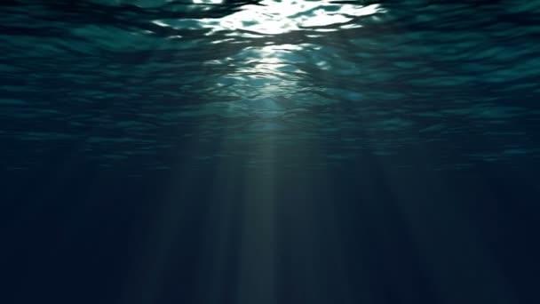 Blaue Meeresoberfläche von Unterwasser aus gesehen