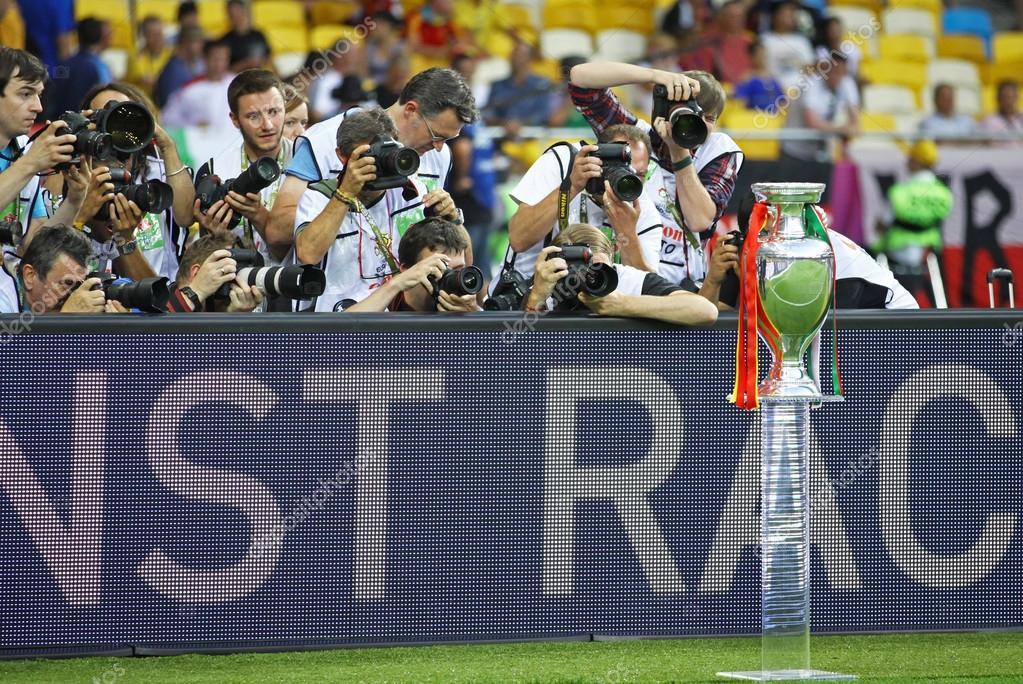 0e691d8663 UEFA EURO Football Championship Trophy (Cup) — Fotografia de Stock ...