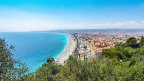 Panoramatický pohled pláže v městě Nice, Francouzská Riviéra, Francie