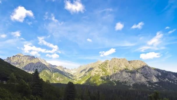 Vysoké Tatry, Slovensko. Pohled na vrcholy tykev (2284m) a Ostrva (1984m)