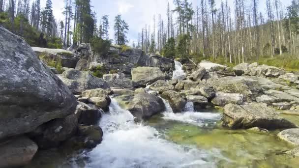 Vodopády studený potok řeky Poprad, Slovensko
