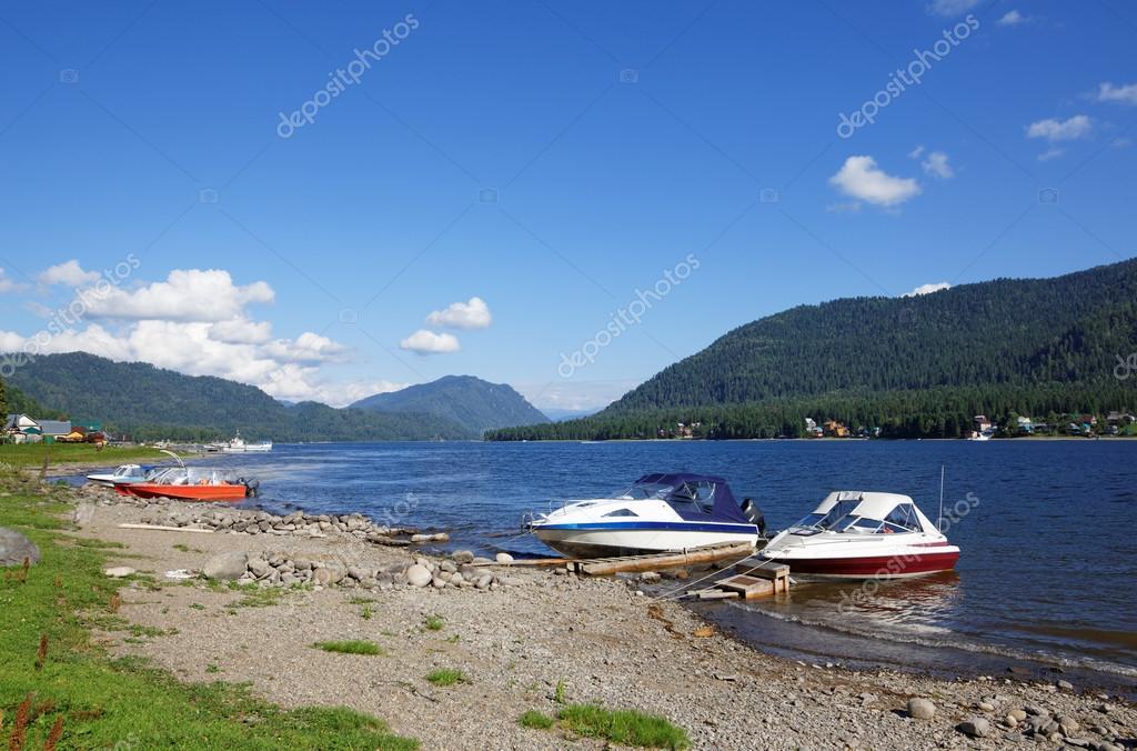 The coast of the Teletskoye Lake