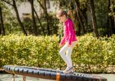 Fotografia bambina felice parco giochi