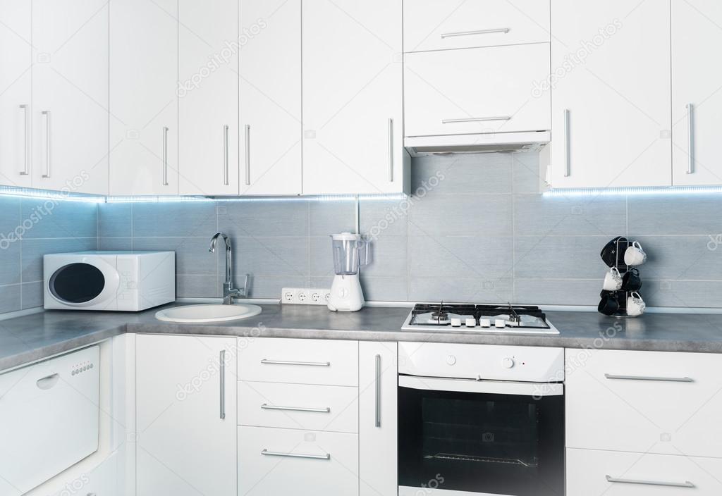현대 흰색 부엌 정면 보기 — 스톡 사진 © tan4ikk #110219332