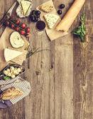 Francouzské občerstvení na dřevěný stůl