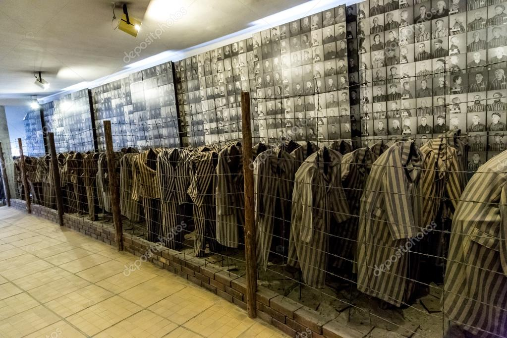 Gevangenen Kleren In Auschwitz Redactionele Stockfoto