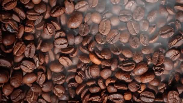 Zárja be a magokat a kávé. Az illatos kávébab pörkölt füst a kávébabból származik..