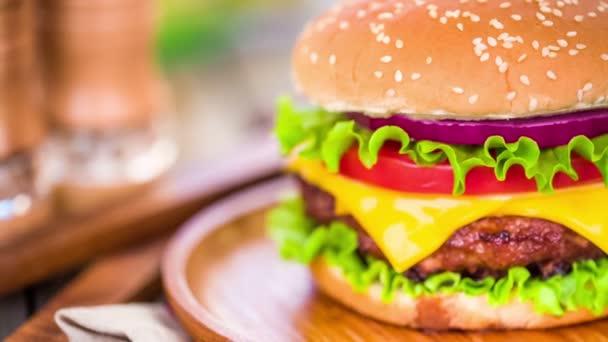 Étvágygerjesztő hamburger, sajtburger