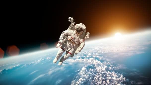 Astronaut v kosmickém prostoru na pozadí planety Země. Prvky tohoto obrazu, které Nasa.