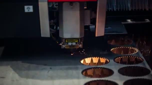 CNC laserové řezání kovu