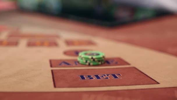 Karty přehrávaného v blackjack tabulka