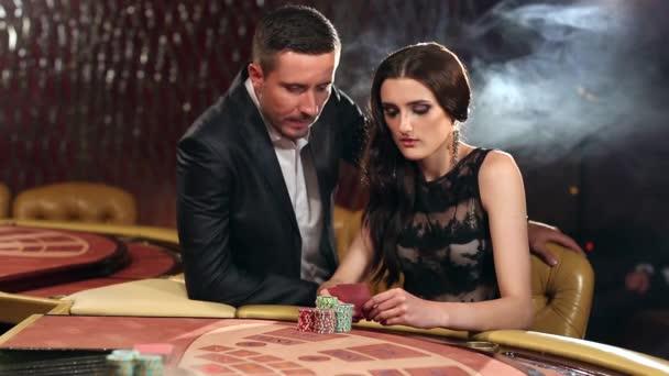 Dvojice sázejí na Blackjack tabulky