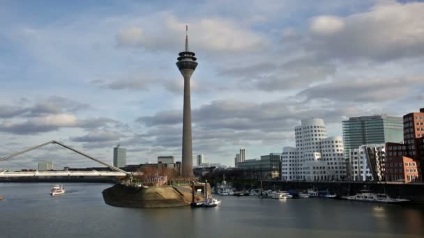 Düsseldorfer Stadtbild mit Blick auf den Medienhafen, Deutschland