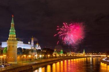 Moskova kremlin üzerinde havai fişek