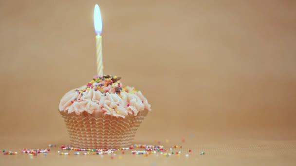 Az égő ünnepi gyertya Cupcake