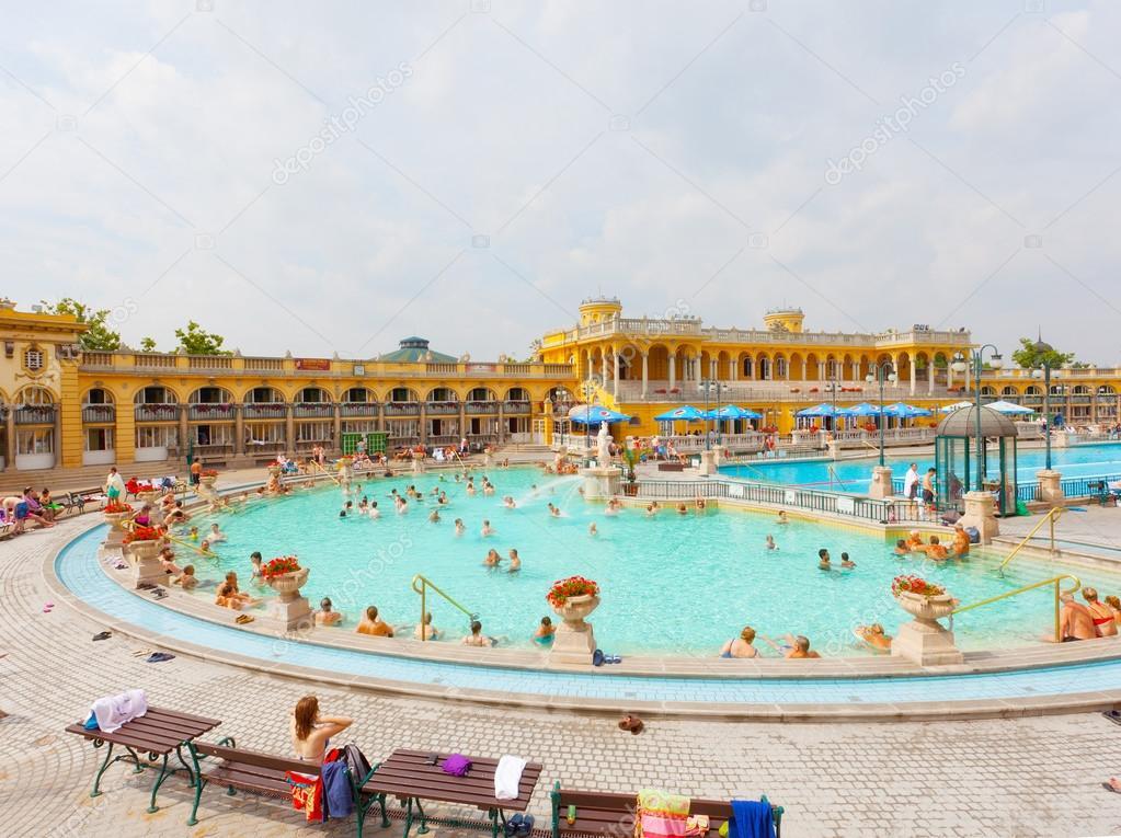 bagni termali Szechenyi, Budapest — Foto Editoriale Stock © Lenorlux ...