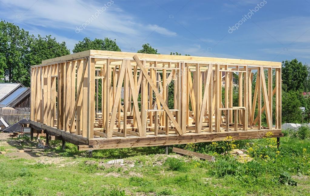 Casa nueva de madera poste y viga de construcción — Foto de stock ...