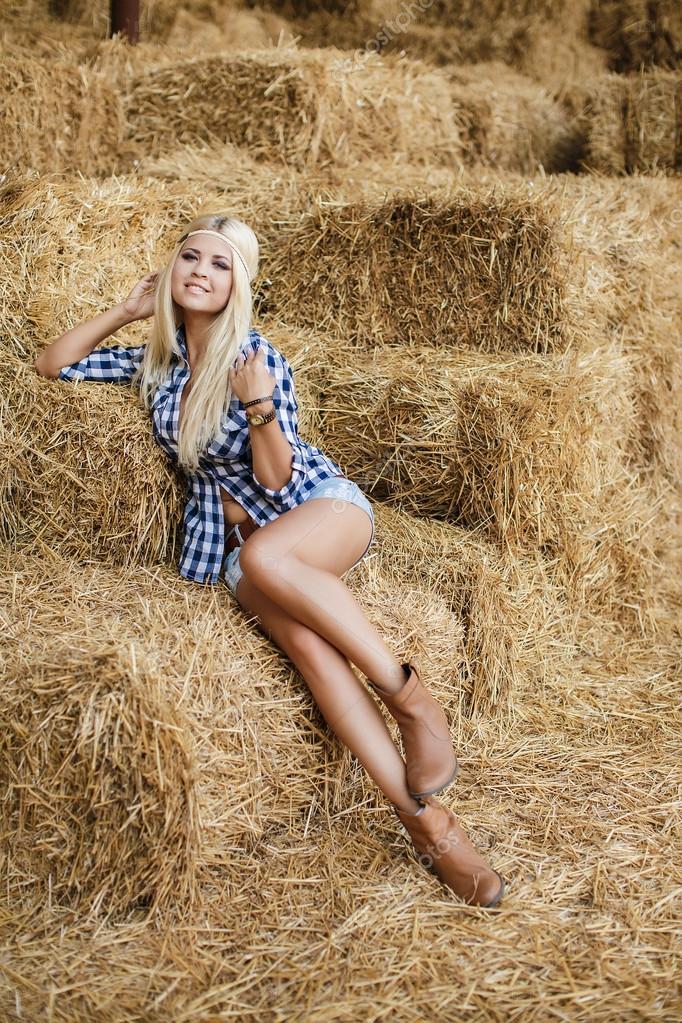 Blonde farm girls — pic 5