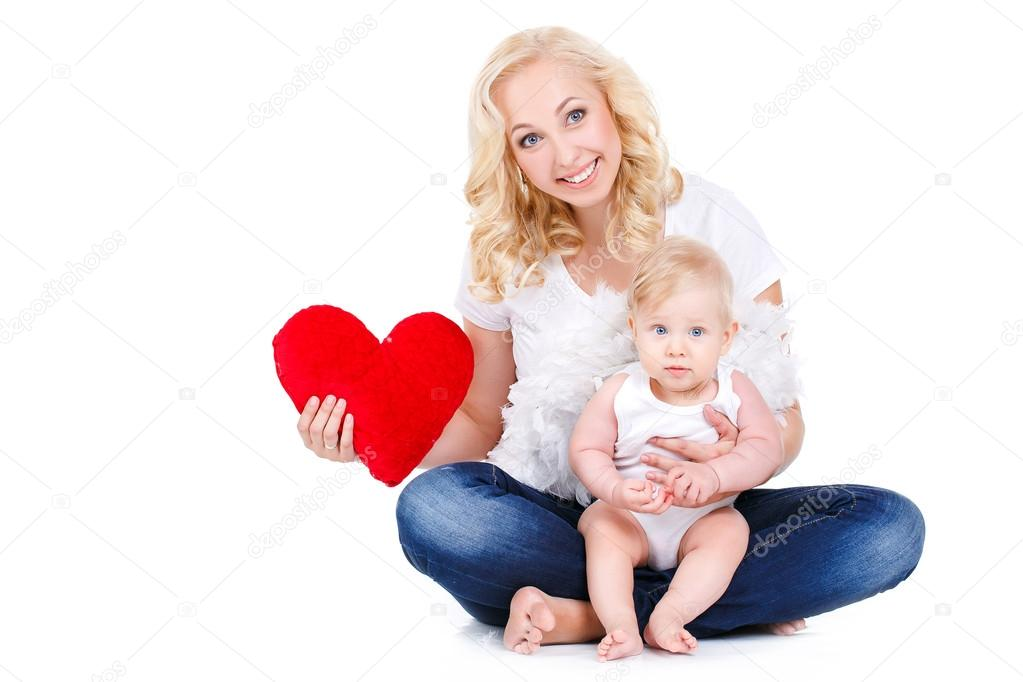 Картинки с мамой и ребенком с сердечком
