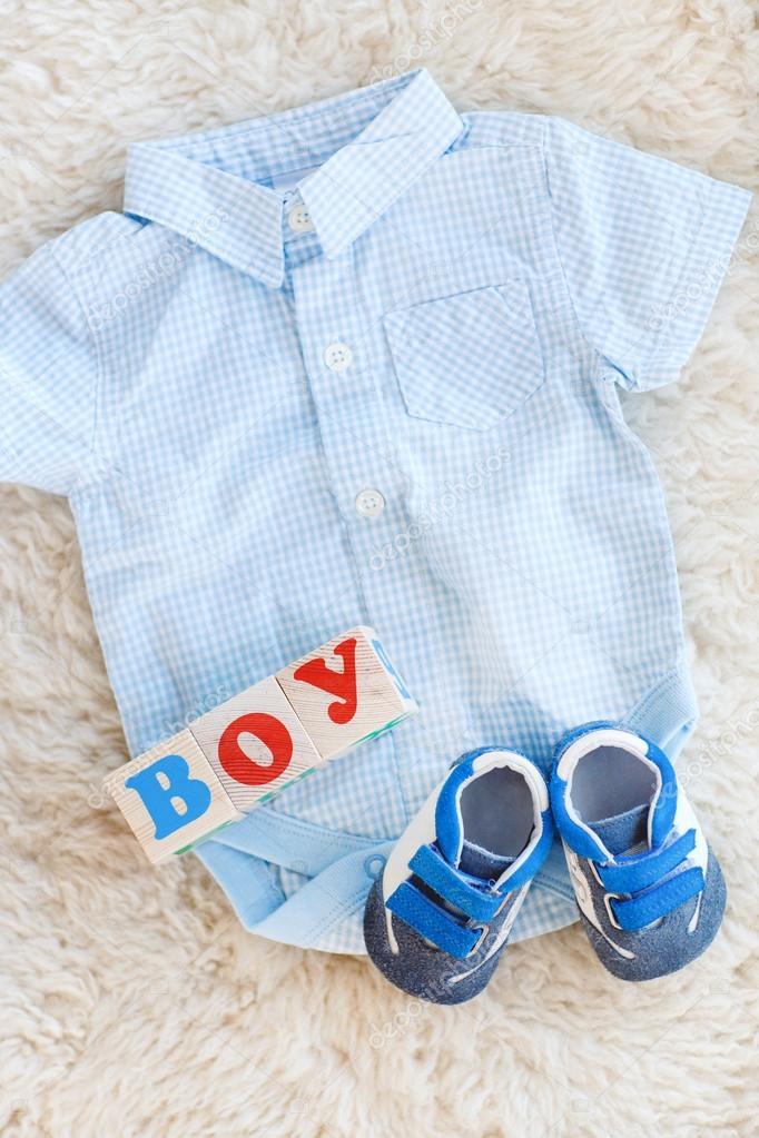 f31fc9c93a6 Ρούχα του μωρού για νεογέννητο. Σε παστέλ χρώματα — Φωτογραφία Αρχείου