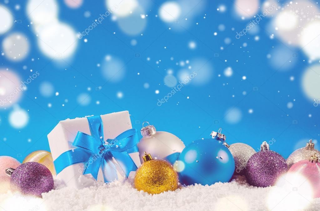 Weihnachts-Geschenk-Box und Bälle — Stockfoto © sergeypeterman #91903878