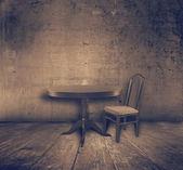 Fotografie židle a stůl v interiéru