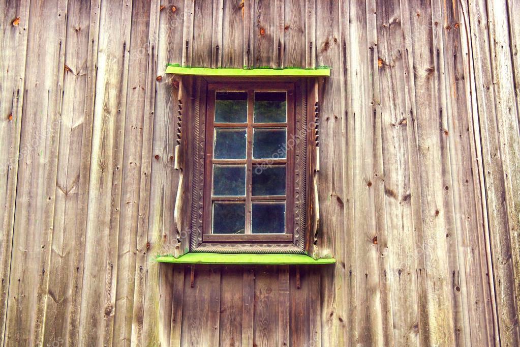 talla marco y ventana de la vieja casa de madera de tableros — Foto ...