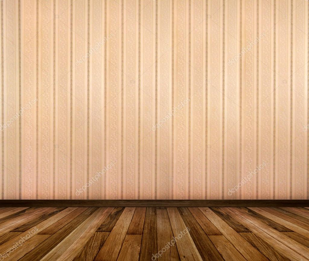 Interior de habitación con papel pintado a rayas y marcos de madera ...