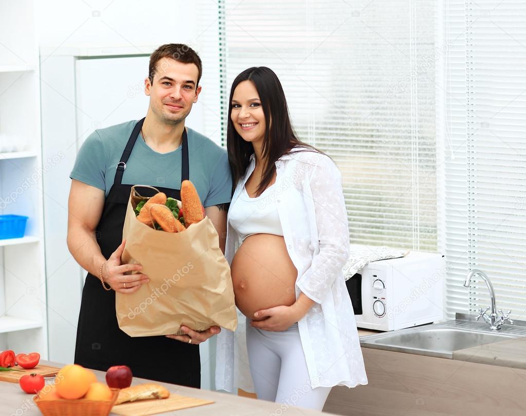 Муж смотрит как беременная девушка с негром фото 696-197