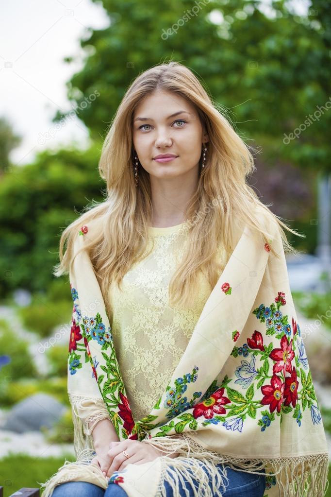 Donna Nazionale Russa Con Nella Sciarpa Motivi RRza1qx
