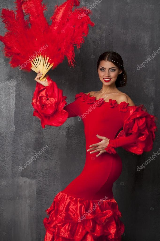df8ca19e9 Bailarina de flamenco española tradicional mujer bailando en un vestido rojo–  Imagen de Archivo