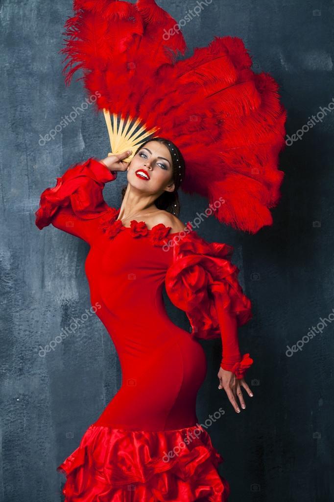 190d1183b Bailarina de flamenco española tradicional mujer bailando en un vestido rojo–  imagen de stock