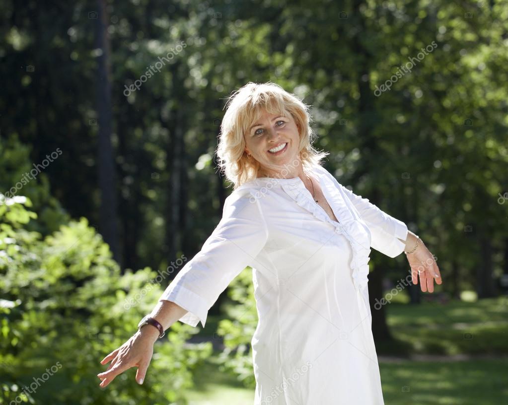 фото жінок в віці