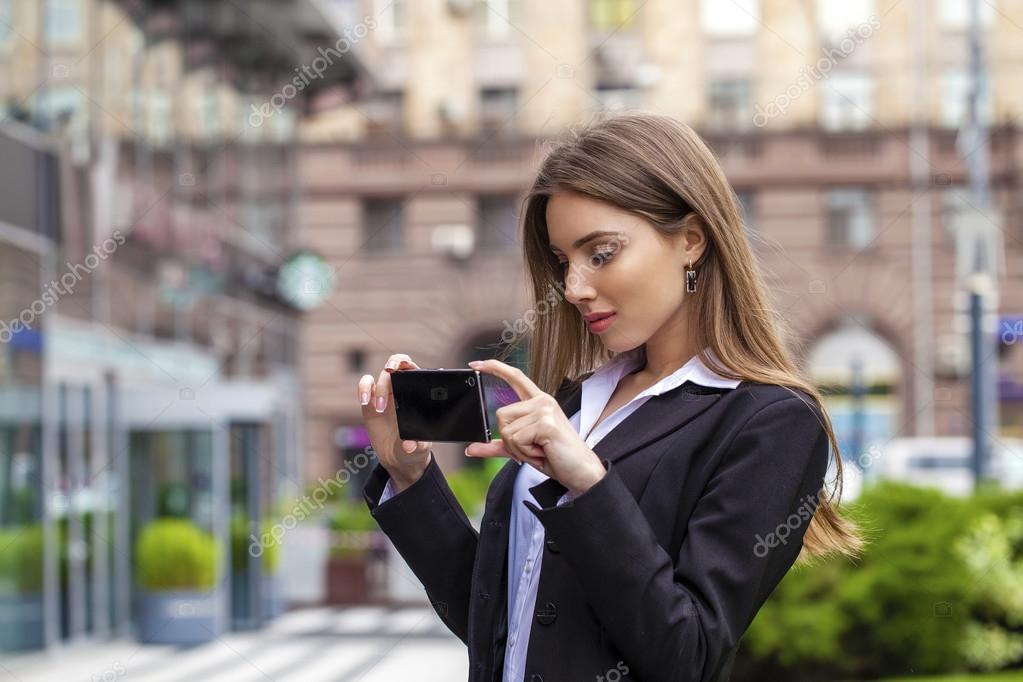 Порно видео картинка девушка фотографируется на телефон