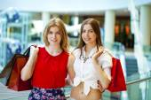 Photo Two girlfriends with shopping bags