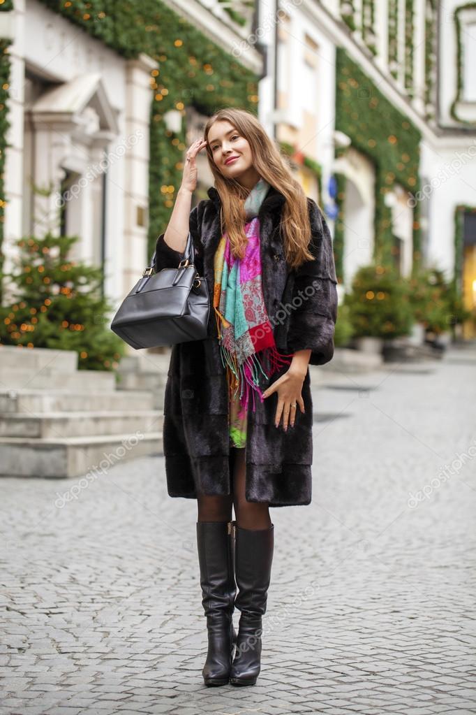 best supplier look for various design Belle jeune femme en manteau de vison élégant — Photographie ...