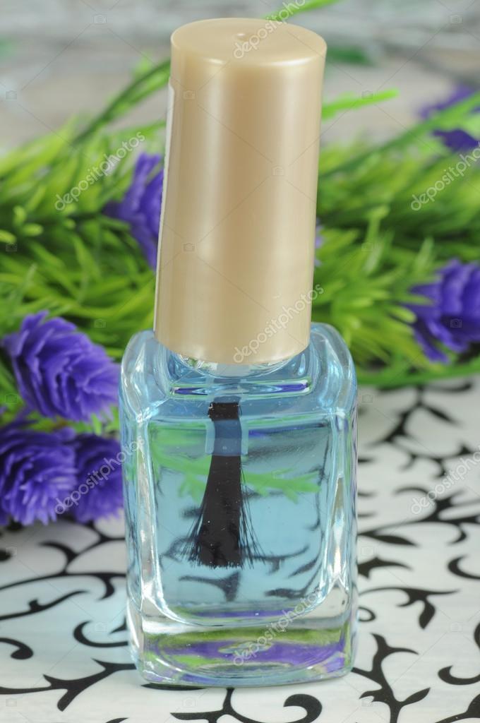 esmalte incoloro de uñas y flores — Foto de stock © nanka-photo ...