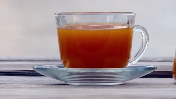 Čaj s rakytníkem a medu na pozadí café