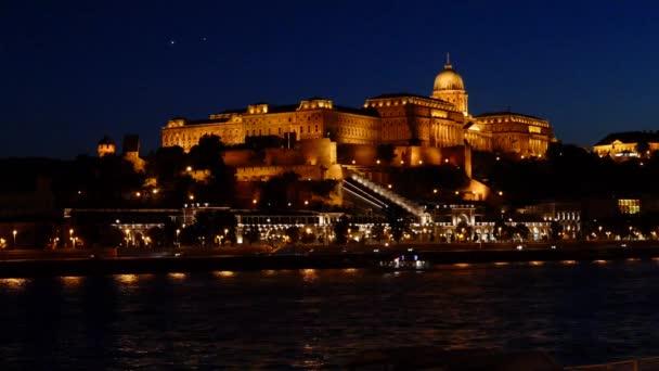 Királyi palota és a Budai vár este