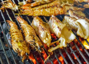 GRILLED SEAFOOD metal grill king size prawns