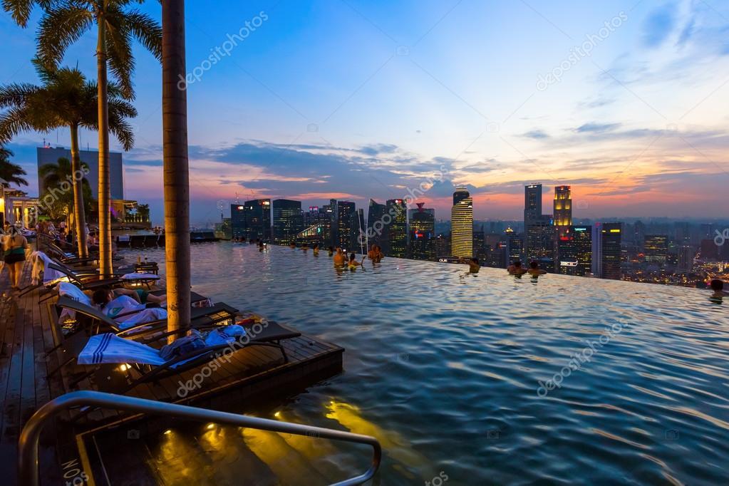 Piscine sul tetto la piscina sul tetto edificio di hotel for Piscina singapore