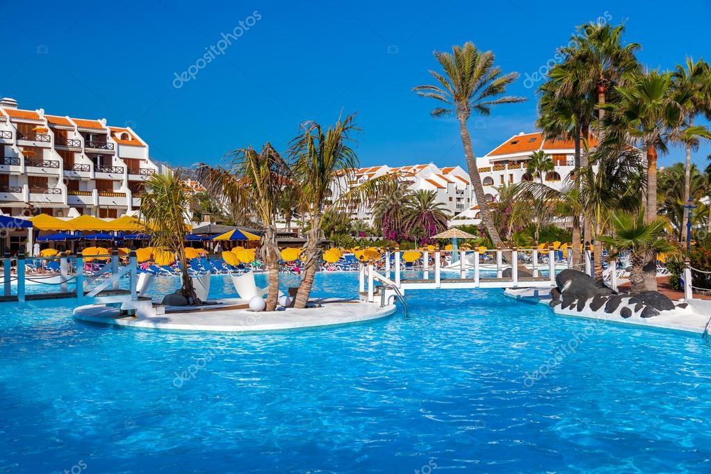 Piscina di acqua presso l 39 isola di tenerife foto stock violin 89560620 - Acqua orecchie piscina ...