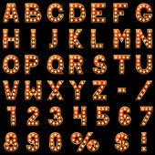 Zeige Lampen rotes Alphabet isoliert auf schwarzem Hintergrund.