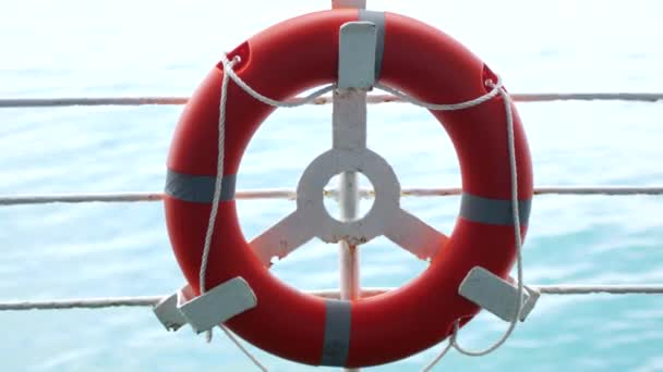 Rettungsring auf der Fähre, Seereise