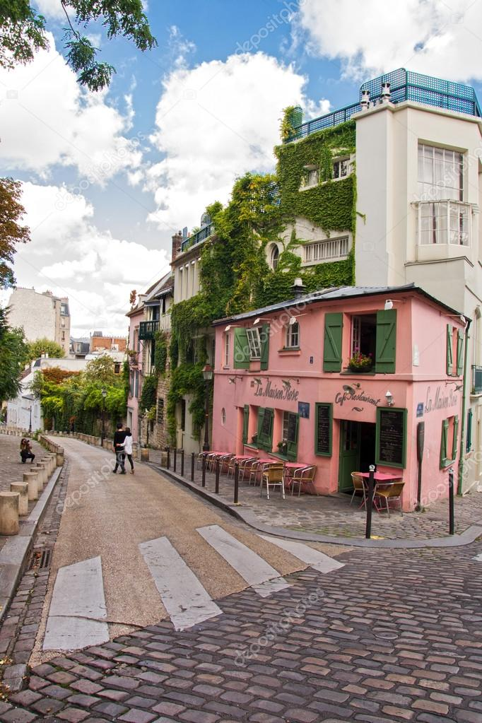 la maison rose a famous cafe restaurent of montmartre all painted in pink on august 21 2014. Black Bedroom Furniture Sets. Home Design Ideas