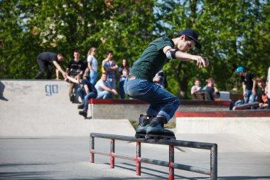 Aggressive rollerblading skating contest
