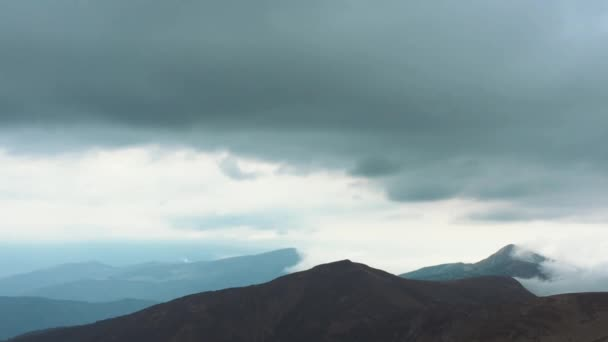 Krásné krajinné záběry z Karpat. Oblíbená destinace pro aktivní cestovní ruch v Evropě