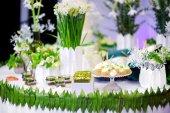 Fotografie Krásné dezerty na svatební hostinu