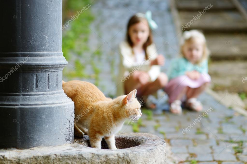 Котик и ее фото с детьми